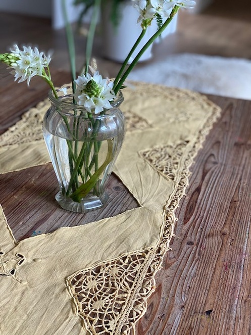 Daffodil Table Runner8